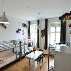 Kiez Hostel Berlin Кровать в общем номере с двухъярусной кроватью фото 4