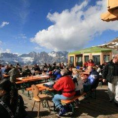 Отель Rifugio Baita Cuz Долина Валь-ди-Фасса приотельная территория