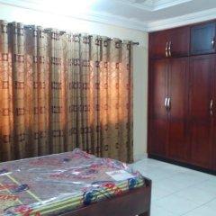 Отель Emmanuel Haven сейф в номере
