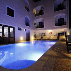 Отель Anny Studios Perissa Beach Греция, Остров Санторини - отзывы, цены и фото номеров - забронировать отель Anny Studios Perissa Beach онлайн бассейн фото 3