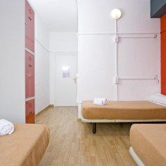 Отель Madrid Motion Hostels 2* Кровать в общем номере с двухъярусной кроватью