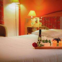 Отель Hôtel Eden Montmartre 3* Улучшенный номер с двуспальной кроватью фото 8