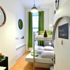 Kiez Hostel Berlin Стандартный номер с двуспальной кроватью (общая ванная комната)