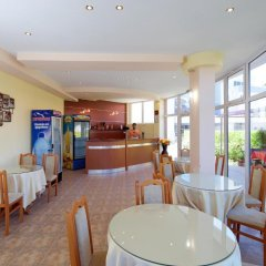 Отель Sunny Flower Hotel Болгария, Солнечный берег - отзывы, цены и фото номеров - забронировать отель Sunny Flower Hotel онлайн питание