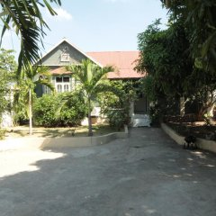 Отель Central Retreat by Bohemian Lodges парковка