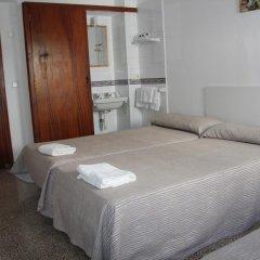 Отель Hostal Las Nieves Стандартный номер с различными типами кроватей (общая ванная комната) фото 18