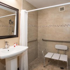 Отель Days Inn by Wyndham Sarasota Bay 2* Стандартный номер с различными типами кроватей фото 2