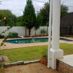 Отель Mmalai Guest House Габороне бассейн фото 2