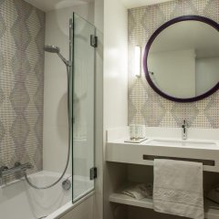 Отель Hôtel Parc Saint Séverin 4* Улучшенный номер с различными типами кроватей