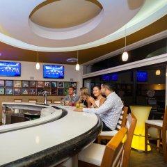 Отель The Reef Coco Beach Плая-дель-Кармен гостиничный бар