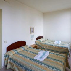 Отель Apartamentos Montserrat Abat Marcet комната для гостей