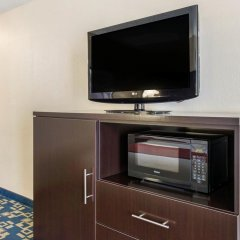 Отель Comfort Inn & Suites near Universal Orlando Resort 2* Стандартный номер с различными типами кроватей фото 13