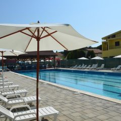 Отель Kolaveri Resort бассейн