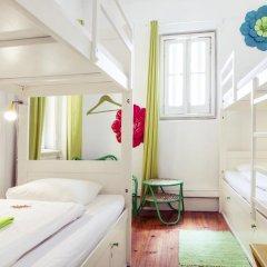 Lisbon Chillout Hostel Кровать в общем номере фото 31