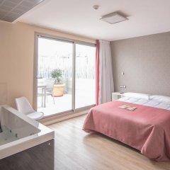 Отель Hostal La Lonja Номер Делюкс с различными типами кроватей фото 6