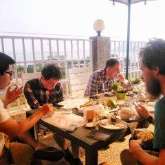 Отель Cheers Guesthouse питание фото 3