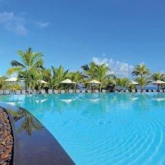 Отель Victoria Beachcomber Resort & Spa бассейн