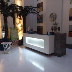 Отель The Ashtan Sarovar Portico Индия, Нью-Дели - отзывы, цены и фото номеров - забронировать отель The Ashtan Sarovar Portico онлайн интерьер отеля фото 3