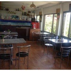 Отель Snow View Mountain Resort Непал, Дхуликхел - отзывы, цены и фото номеров - забронировать отель Snow View Mountain Resort онлайн гостиничный бар