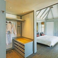 Отель The Surin Phuket сейф в номере