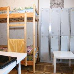 Гостиница Happy House Кровать в мужском общем номере с двухъярусной кроватью