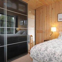 Отель The Boat House сейф в номере
