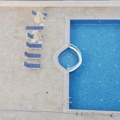 Navona Hotel бассейн