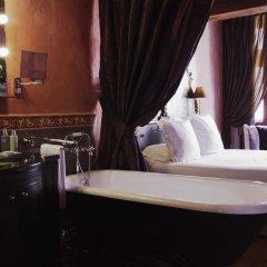 Cour Des Loges Hotel 5* Улучшенный номер с различными типами кроватей фото 5