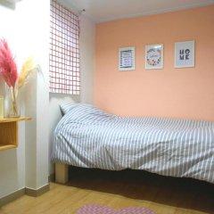 Отель Oneminute Guesthouse 2* Кровать в женском общем номере с двухъярусной кроватью фото 3