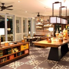 Апартаменты Shangri-La Apartments гостиничный бар
