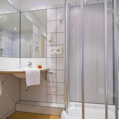 GHOTEL hotel & living Hamburg 3* Стандартный номер двуспальная кровать фото 5