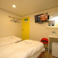 Dongdaemun Hwasin Hostel Стандартный номер с 2 отдельными кроватями фото 2