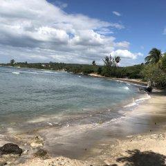 Отель Brytan Villa Ямайка, Треже-Бич - отзывы, цены и фото номеров - забронировать отель Brytan Villa онлайн пляж фото 2
