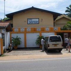 Drifters Hotel & Beach Restaurant парковка