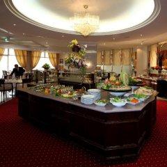 Отель Crowne Plaza Riyadh Minhal Саудовская Аравия, Эр-Рияд - отзывы, цены и фото номеров - забронировать отель Crowne Plaza Riyadh Minhal онлайн питание фото 3