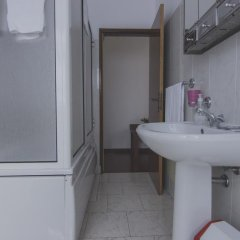 Отель Residencial Família Португалия, Машику - отзывы, цены и фото номеров - забронировать отель Residencial Família онлайн ванная