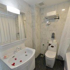 Hanoi Bella Rosa Suite Hotel 3* Стандартный семейный номер с двуспальной кроватью фото 5
