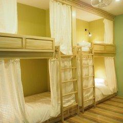 Отель The Luna Кровать в женском общем номере