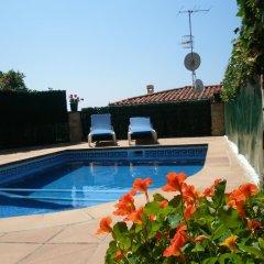 Отель Villa Juliana Испания, Бланес - отзывы, цены и фото номеров - забронировать отель Villa Juliana онлайн бассейн фото 2