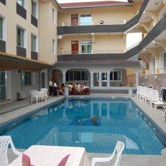 City Hill Hotel бассейн