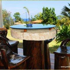 Отель Golden Cove Resort гостиничный бар