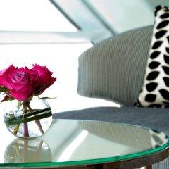 Отель Andaz Capital Gate Abu Dhabi - A Concept By Hyatt Абу-Даби в номере