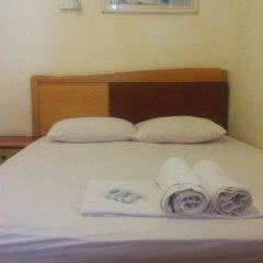 Momos Hostel Стандартный номер с двуспальной кроватью (общая ванная комната)