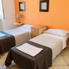 Отель Overseas Guest House Кровать в общем номере с двухъярусной кроватью