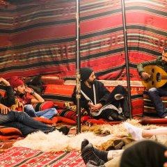 Отель Seven Wonders Bedouin Camp Иордания, Вади-Муса - отзывы, цены и фото номеров - забронировать отель Seven Wonders Bedouin Camp онлайн спортивное сооружение