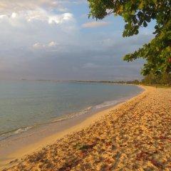 Отель A Piece of Paradise Montego Bay Ямайка, Монтего-Бей - отзывы, цены и фото номеров - забронировать отель A Piece of Paradise Montego Bay онлайн пляж фото 2