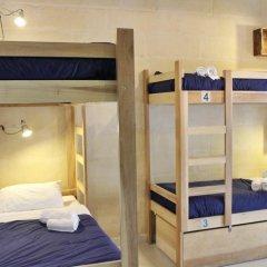 Two Pillows Boutique Hostel Кровать в общем номере с двухъярусной кроватью фото 3