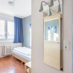 Отель a&o Dresden Hauptbahnhof 2* Стандартный номер с различными типами кроватей фото 6
