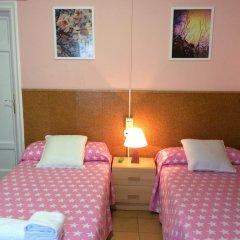 Отель Hostal Valls Барселона комната для гостей фото 2