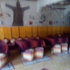 Отель Merzouga Sarah Camp Марокко, Мерзуга - отзывы, цены и фото номеров - забронировать отель Merzouga Sarah Camp онлайн гостиничный бар
